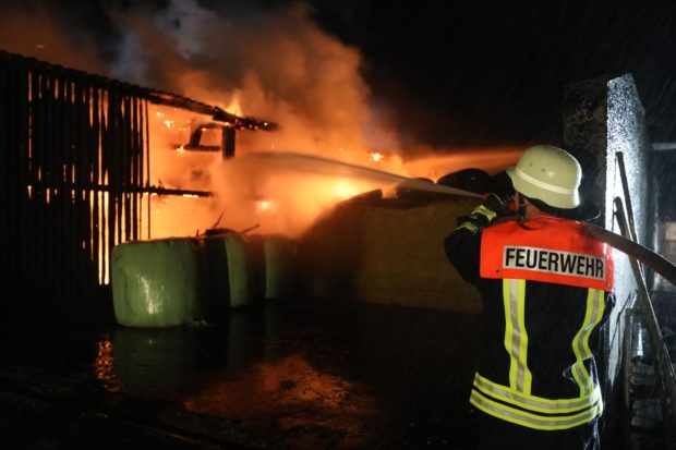 Maschinenhalle in Stumpertenrod stand in Flammen
